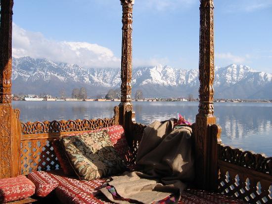 WelcomHeritage Gurkha Houseboats: winter from Gurkha Houseboats