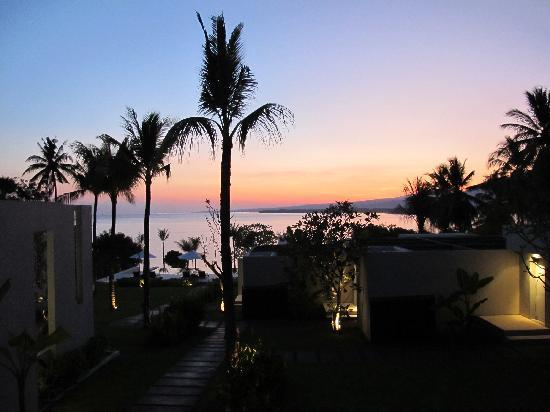 The Lombok Lodge : Sunrise over the lodge