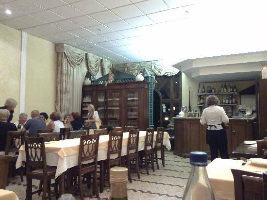 Hotel Nella: Restaurant - very italian. Great foods and pricing!