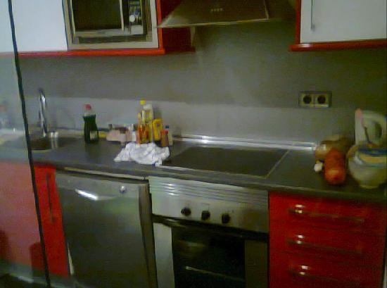 Prado Apartamentos : complete kitchen