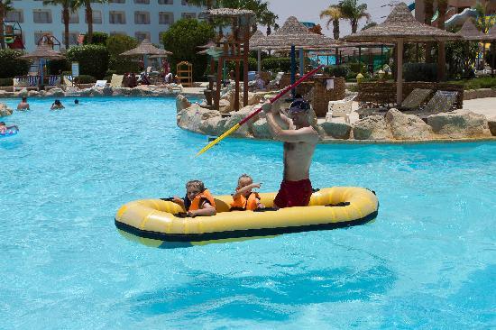 Titanic Resort & Aqua Park: River rafting with 2 5yr olds