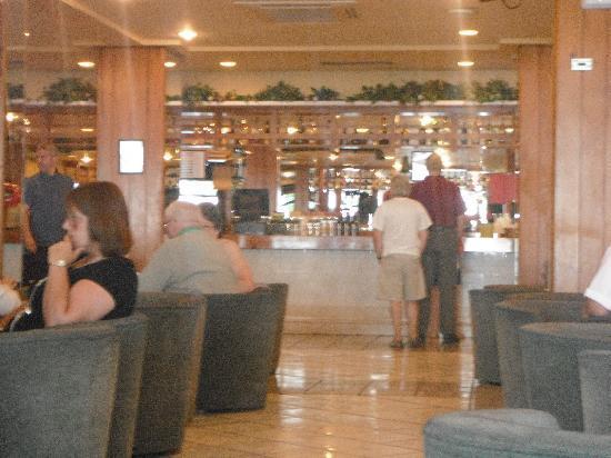 Complejo Calas de Mallorca : The bar inside