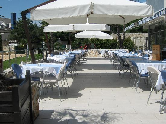 Valamar Diamant Hotel: Restaurant Terrace