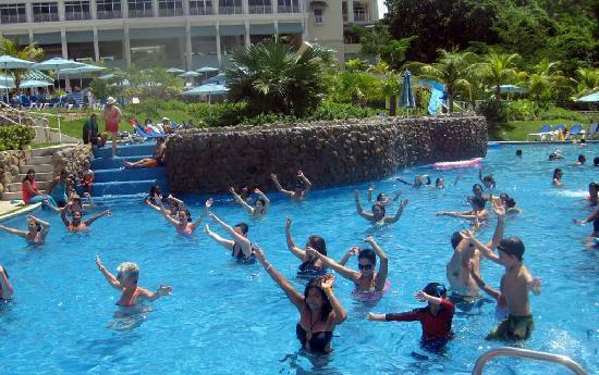Sheraton Bijao Beach Resort : Water Aerobics! Fun (to watch!)