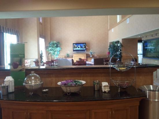 Hampton Inn & Suites Pharr : lobby, breakfast area