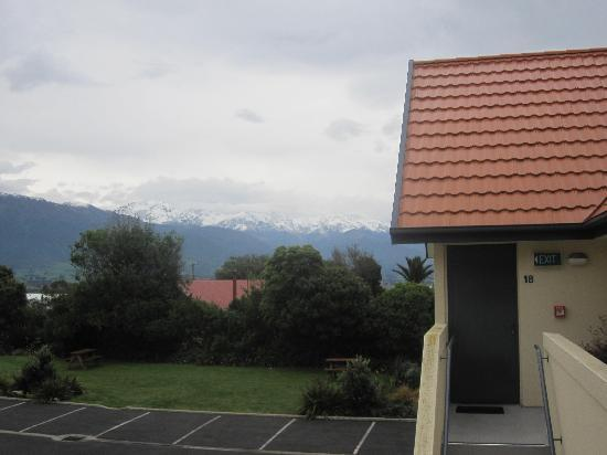 Bella Vista Motel Kaikoura: view of the snow capped mountains from outside our room