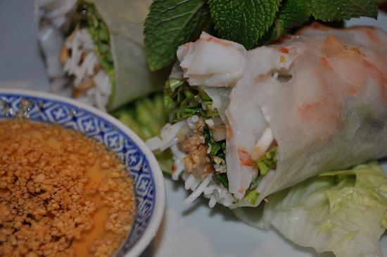 Le Lotus Blanc : Fresh Viet Spring Rolls