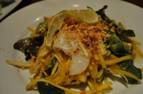 Le Lotus Blanc : Spicy Mango and Scallop Salad