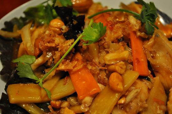 Le Lotus Blanc : Chicken Cashew