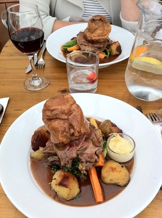 Wiveton, UK: roast beef, home made horseradish, cabbage, nicely cooked carrots, tasteless Yorkshire pud, and