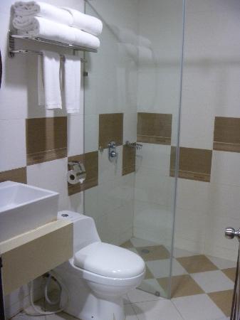 Sibu Island Resort: shared bathroom