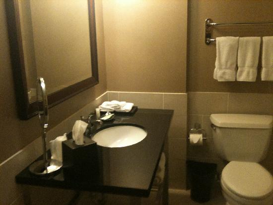 The Westin Tysons Corner: bahtroom
