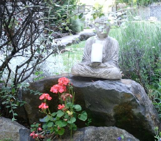 Cottages on River Road: The Buddha at the Cottages