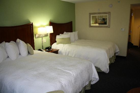 Hampton Inn & Suites of Ft. Pierce: Beds are very comfortable