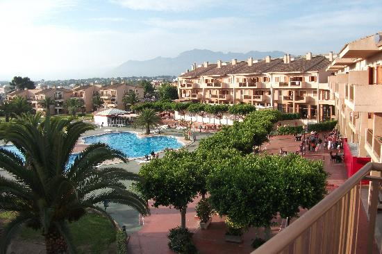 Albir Garden Resort: poolside from balcony