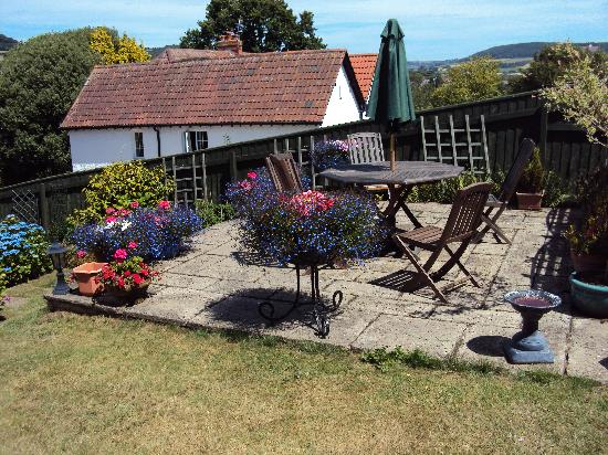 Coombe Bank Guest House: Garden Patio with views over Sid Valley