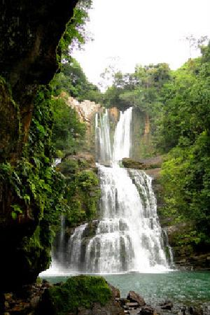 Waterfall Villas: Offering guided hike to the Nauyaca Waterfalls