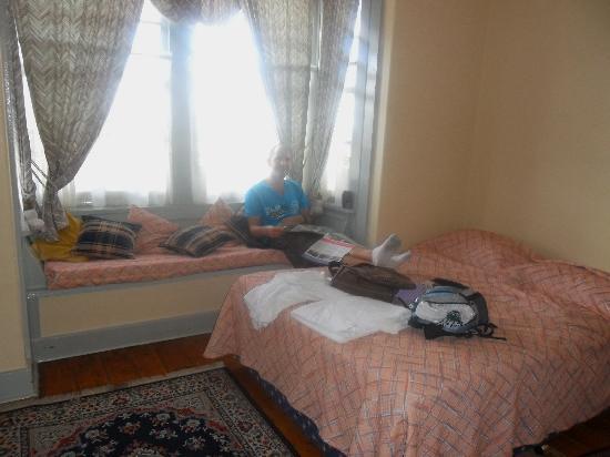 Katoomba Mountain Lodge: Dated room