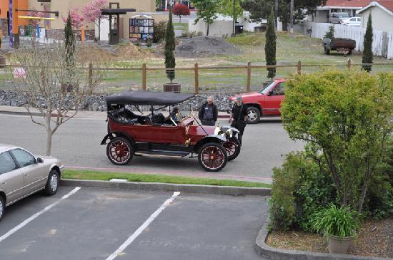 Baechtel Creek Inn : Difference is just the size of our toys, Right?