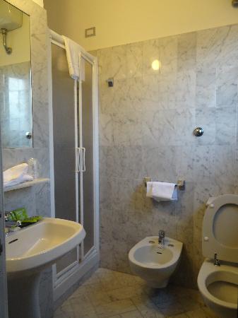 Hotel Universo : the bathroom