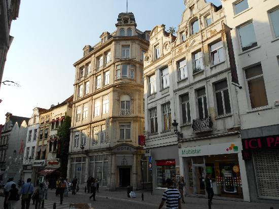 Aris Hotel Grand Place: fachada del hotel