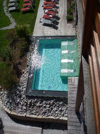 Hotel MOHR life resort: The outside pool and loungers