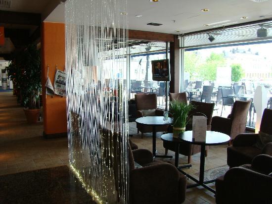 Radisson Blu Hotel, Oulu: Radisson Blu Hotel Oulu - modern lobby