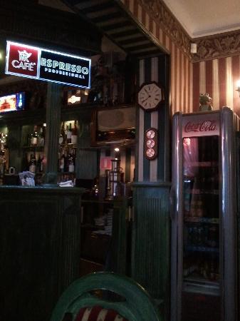 Club and Restauranja Impresja: antique radio