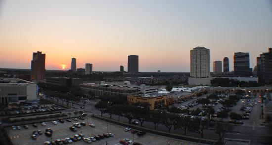 Westin Oaks Houston at the Galleria: The hotel is like this view; Great!