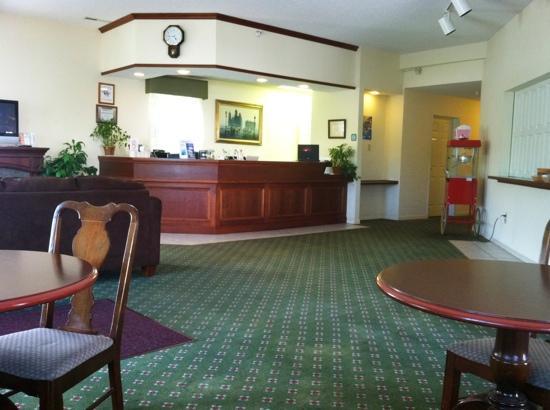 Voyager Inn of Saint Ignace: lobby