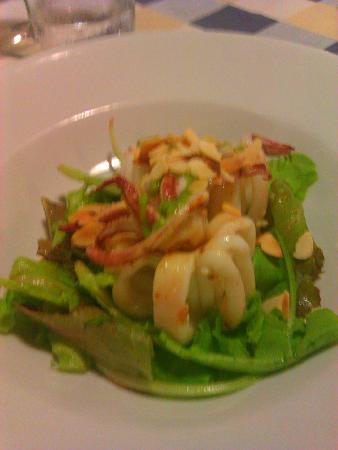 Ladispoli, Ιταλία: antipasto di calamari su purea di melanzane