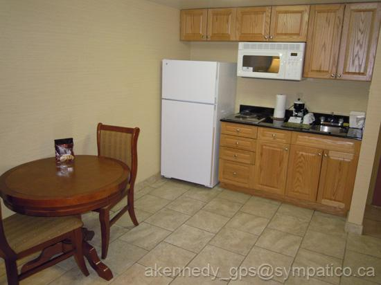 Holiday Inn Express & Suites London Downtown: Well equipped kitchen for short stay
