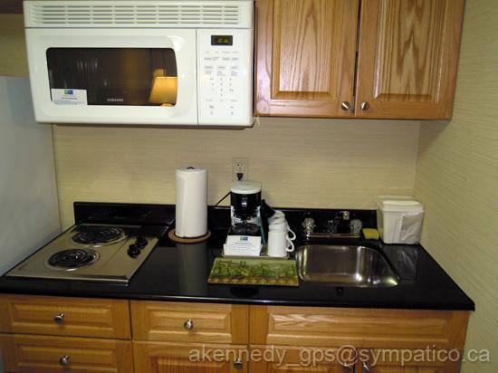 Holiday Inn Express & Suites London Downtown: Kitchen