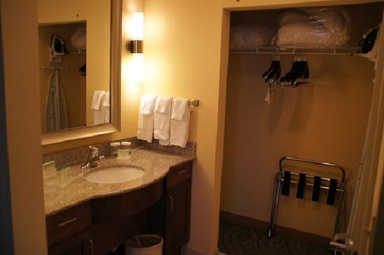 Homewood Suites by Hilton Palm Desert: Vorbereich Badezimmr