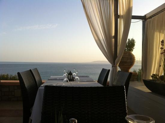 Kyma Beach Restaurant: amazing views and fantastic food all in one!