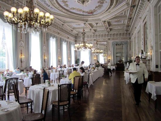 Grand Hotel Villa Serbelloni: Breakfast in the grand ballroom