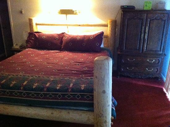 Shadow Ridge Resort Hotel: Bedroom