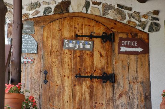 Dalem's Chalet: Restaurant front door