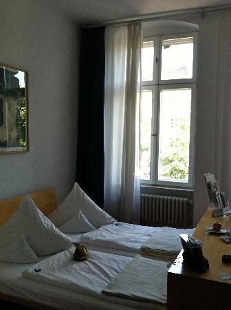 Hotel Riehmers Hofgarten: My roomy room -- so comfortable!