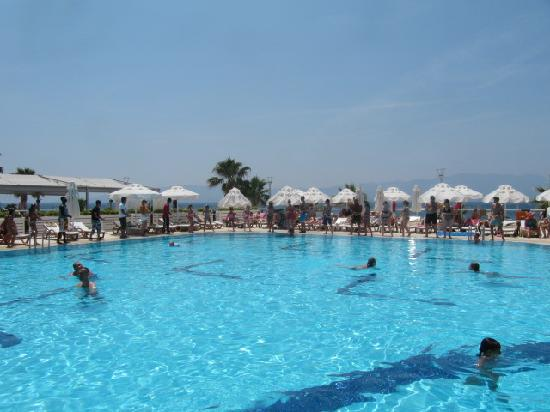 Armonia Holiday Village & Spa: Swimming pool by the restaurant