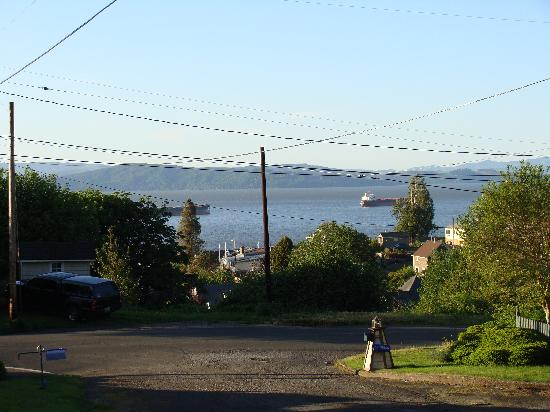 Astoria Inn: view from the front yard