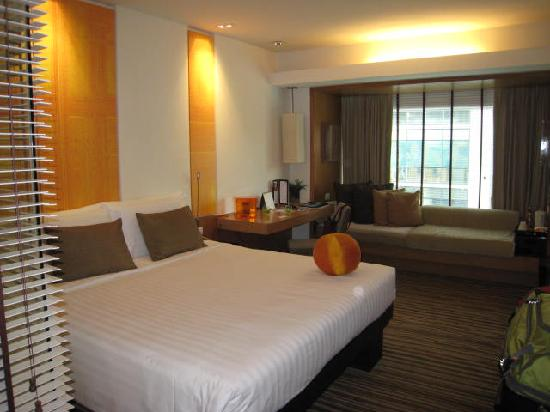 Dusit D2 Chiang Mai : Bedroom with window seat in back