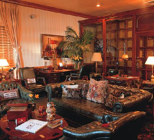 The Chesterfield Palm Beach: Cigar Lounge