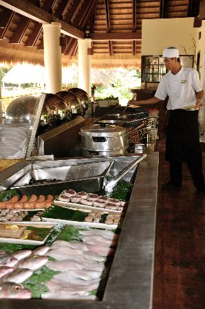 El Nido Resorts Apulit Island: The grill station at lunchtime