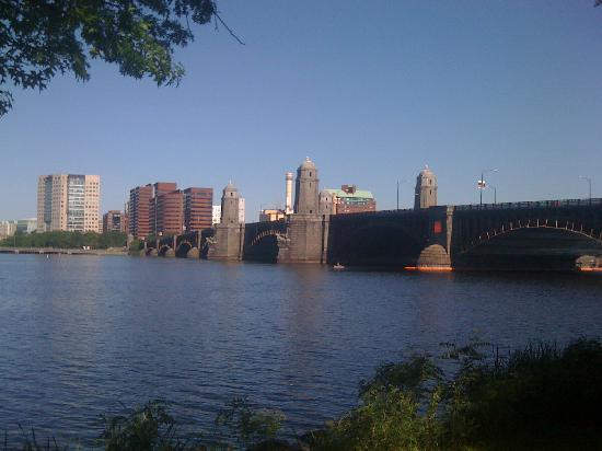 RunBoston Running Tours: Running along the Charles River is beautiful!