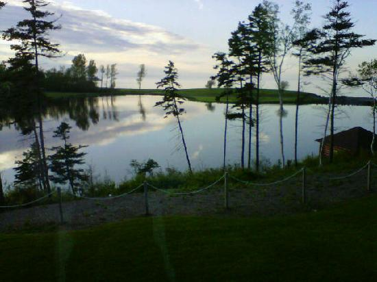 Pictou Lodge Beachfront Resort: Evening view from cottage at Pictou Lodge