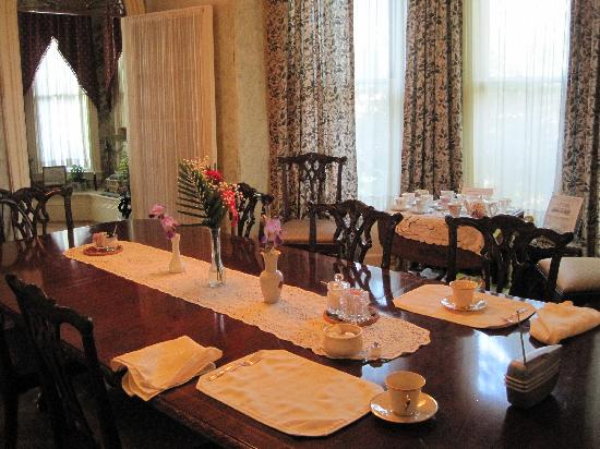 Pillsbury House Bed & Breakfast: Breakfast room