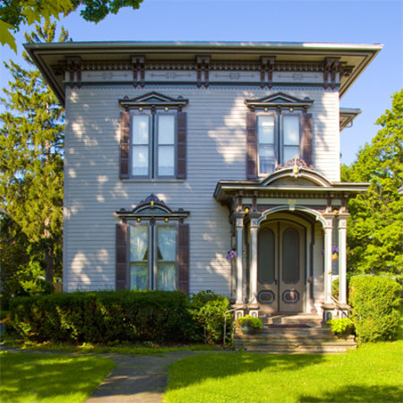 La Belle Vie Bed & Breakfast: Our 1865 Victorian home right on Main Street welcomes you.