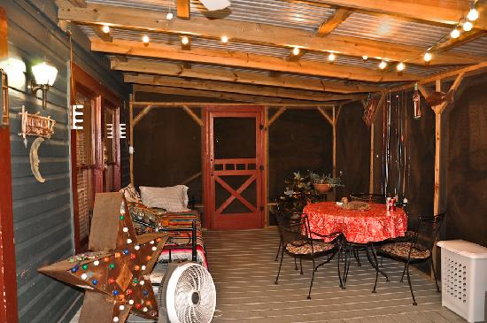Screened in porch Moonglow lodge