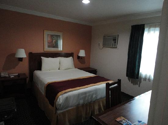 Park Vue Inn: 2nd bed room with another queen bed